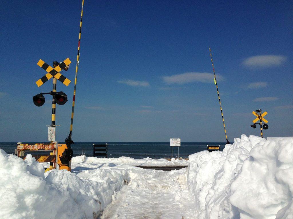 踏切-オホーツク海-北浜駅付近