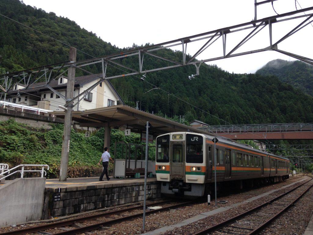 飯田線213系-平岡駅