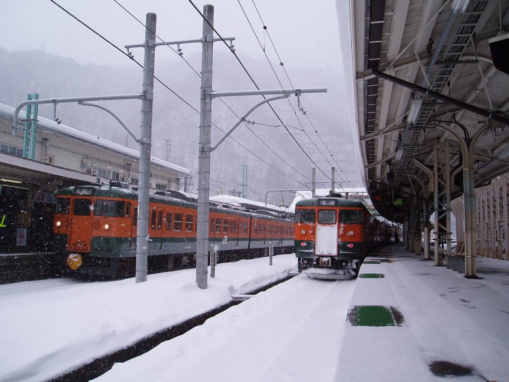 水上駅-115系