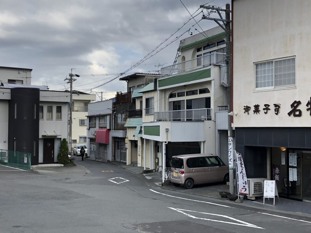 興津駅-ファミリーマート-案内看板撤去後