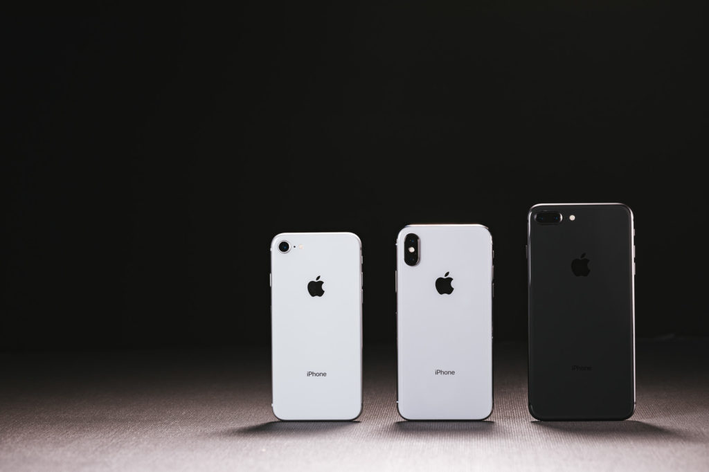 iPhone X(テン)と iPhone 8 の外観- by-ぱくたそ